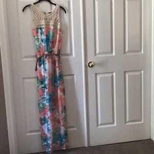 Gently used lily rose floral maxi dress